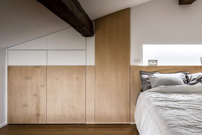 Arredamenti in legno che evidenziano uno stile